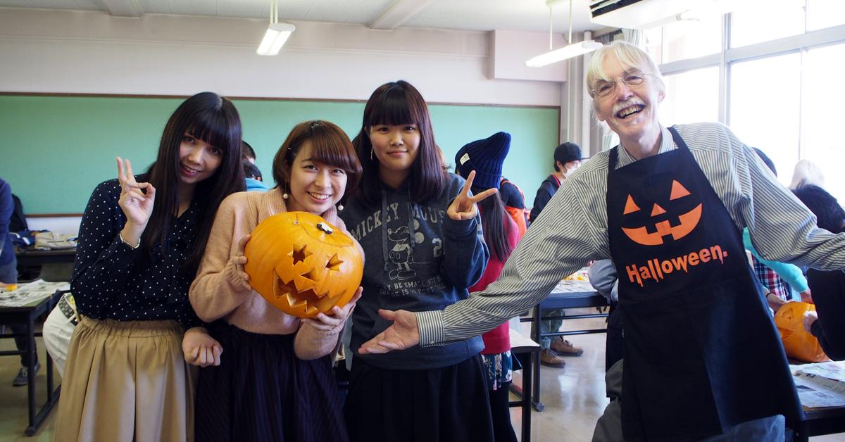 イベントレポート:欧米文化学科「ハロウィンのかぼちゃ作り」